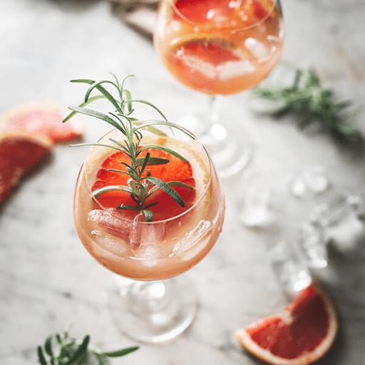 gin-och-grapefrukt-i-ett-vinglas